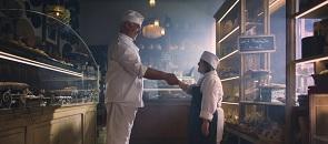 Il fornaio stringe la mano a Simone