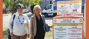 Il sindaco Mirella Cerini e il vicesindaco Cristina Borroni presentano i nuovi punti di raccolta degli oli esausti